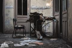 deadinside, urbex, dead inside, natalia sobanska, abandoned france, bureau central, opuszczone miejsca, urbex (7 of 45)