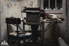 deadinside, urbex, dead inside, natalia sobanska, abandoned france, bureau central, opuszczone miejsca, urbex (8 of 45)