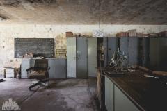 deadinside-urbex-dead-inside-natalia-sobanska-abandoned-abandoned-office-building-Ikeshima-island-Japan-Haikyo-12-of-60