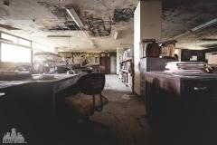 deadinside-urbex-dead-inside-natalia-sobanska-abandoned-abandoned-office-building-Ikeshima-island-Japan-Haikyo-18-of-60