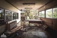deadinside-urbex-dead-inside-natalia-sobanska-abandoned-abandoned-office-building-Ikeshima-island-Japan-Haikyo-6-of-60