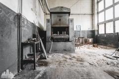 deadinside, urbex, dead inside, natalia sobanska, abandoned factory, Fabryka łąćzników, radomskie łączniki, opuszczone, (1 of 36)
