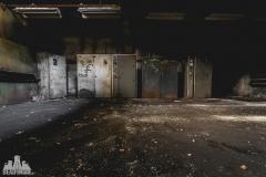 deadinside, urbex, dead inside, natalia sobanska, abandoned factory, Fabryka łąćzników, radomskie łączniki, opuszczone (11 of 29)