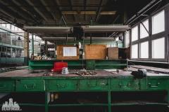 deadinside, urbex, dead inside, natalia sobanska, abandoned factory, Fabryka łąćzników, radomskie łączniki, opuszczone, (17 of 36)