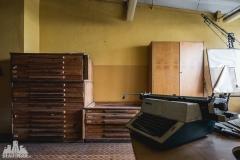 deadinside, urbex, dead inside, natalia sobanska, abandoned factory, Fabryka łąćzników, radomskie łączniki, opuszczone, (22 of 36)