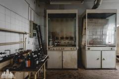 deadinside, urbex, dead inside, natalia sobanska, abandoned factory, Fabryka łąćzników, radomskie łączniki, opuszczone, (27 of 36)