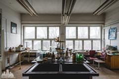 deadinside, urbex, dead inside, natalia sobanska, abandoned factory, Fabryka łąćzników, radomskie łączniki, opuszczone, (28 of 36)