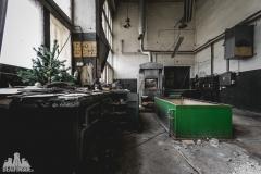 deadinside, urbex, dead inside, natalia sobanska, abandoned factory, Fabryka łąćzników, radomskie łączniki, opuszczone, (3 of 36)