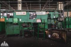 deadinside, urbex, dead inside, natalia sobanska, abandoned factory, Fabryka łąćzników, radomskie łączniki, opuszczone, (8 of 36)