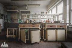 deadinside, urbex, dead inside, natalia sobanska, abandoned poland, Fabryka łączników Radom, radomskie łączniki, Abandoned factory, Metal Connector factory (56 of 77)