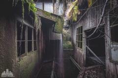deadinside-urbex-dead-inside-natalia-sobanska-abandoned-abandoned-waterfall-factory-Austria-4-of-8