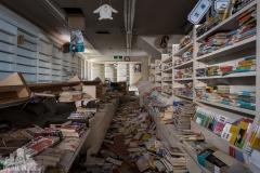 deadinside, urbex, exclusion zone, japan, dead inside, natalia sobanska, abandoned,fukushima exclusione zone,fukushima, bookstore (2 of 4)