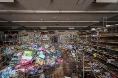deadinside, urbex, exclusion zone, japan, dead inside, natalia sobanska, abandoned,fukushima exclusione zone,fukushima, supermarket (5 of 15)