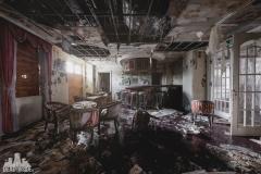 deadinside, urbex, dead inside, natalia sobanska, abandoned, abandoned hotel, gluck Kingdom, abandoned Japan, haikyo,  (10 of 71)