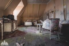 deadinside, urbex, dead inside, natalia sobanska, abandoned, abandoned hotel, gluck Kingdom, abandoned Japan, haikyo,  (52 of 71)