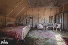 deadinside, urbex, dead inside, natalia sobanska, abandoned, abandoned hotel, gluck Kingdom, abandoned Japan, haikyo,  (54 of 71)