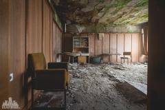deadinside-urbex-dead-inside-natalia-sobanska-abandoned-hotel-Germany-2-of-10