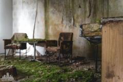 deadinside-urbex-dead-inside-natalia-sobanska-abandoned-hotel-Germany-9-of-10