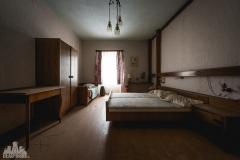 deadinside-urbex-dead-inside-natalia-sobanska-abandoned-abandoned-gesthaus-gasthof-Austria-20-of-23