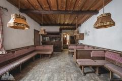 deadinside-urbex-dead-inside-natalia-sobanska-abandoned-abandoned-gesthaus-gasthof-Austria-3-of-23