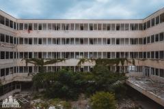 deadinside, urbex, dead inside, natalia sobanska, kupari, abandoned hotels, opuszczone hotele, zatoka umarłych hoteli (16 of 21)