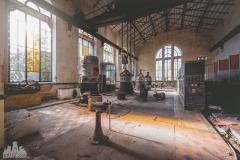 deadinside-urbex-dead-inside-natalia-sobanska-abandonedCentrale-Electrique-dEau-France-1-of-6