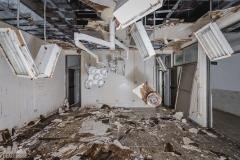 deadinside-urbex-dead-inside-natalia-sobanska-abandoned-hospital-kinmen-taiwan-underground-hospital-Granite-Hospital-2-of-22