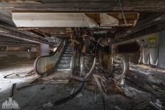 deadinside-urbex-dead-inside-natalia-sobanska-abandoned-abandoned-theater-abandoned-stairs-elvator-Taiwan-7
