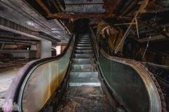 deadinside-urbex-dead-inside-natalia-sobanska-abandoned-abandoned-theater-abandoned-stairs-elvator-Taiwan-9