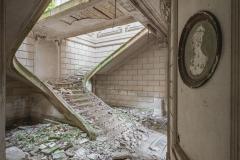 deadinside-urbex-dead-inside-natalia-sobanska-abandoned-abandoned-romantic-villa-france-3-of-14