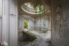 deadinside-urbex-dead-inside-natalia-sobanska-abandoned-abandoned-romantic-villa-france-7-of-14