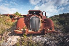 deadinside-urbex-dead-inside-natalia-sobanska-abandoned-rusty-cars-car-graveyard-France-7-of-28