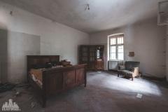 deadinside-urbex-dead-inside-natalia-sobanska-abandoned-abandoned-spiegielvilla-Austria-2-of-4