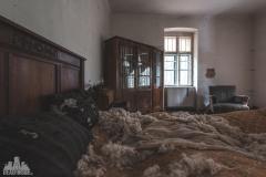 deadinside-urbex-dead-inside-natalia-sobanska-abandoned-abandoned-spiegielvilla-Austria-3-of-4