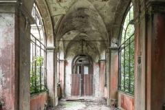 deadinside-urbex-dead-inside-natalia-sobanska-abandoned-abandoned-villa-Italy-villa-Argento-11-of-16