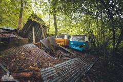deadinside-urbex-dead-inside-natalia-sobanska-abandoned-abandoned-beetle-car-graveyard-Belgium-6-of-14